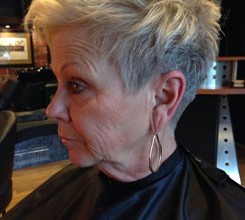 30 Short Hair Cuts Over 50 to Look Youthful