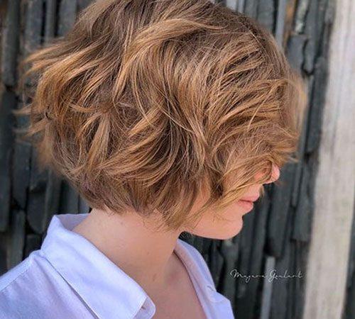 15 Wavy Short Haircuts for an Elegant Look
