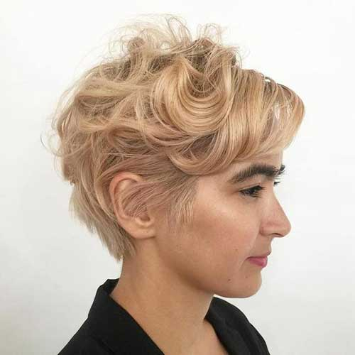 Short Wavy Styles for Women