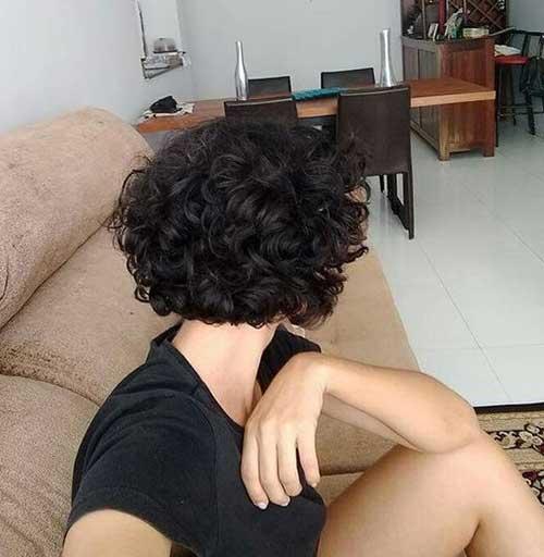 Stylish Short Curly Styles