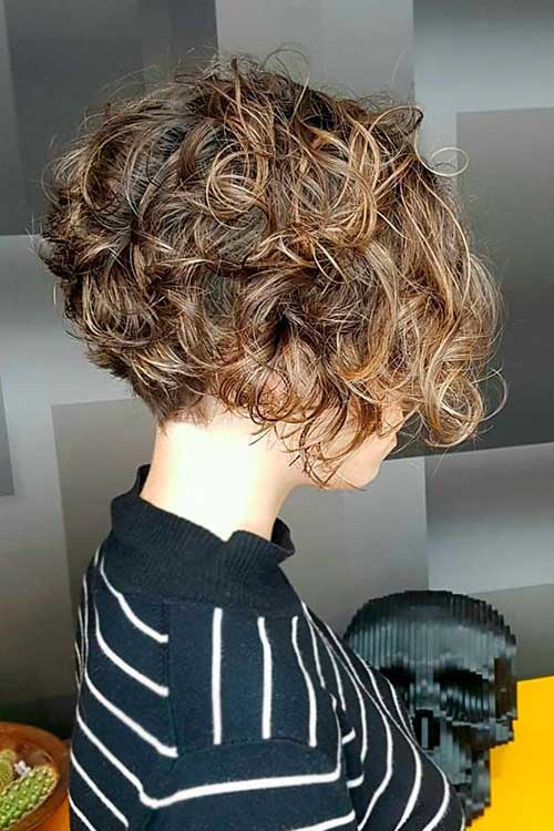Short To Medium Haircuts for Frizzy Hair