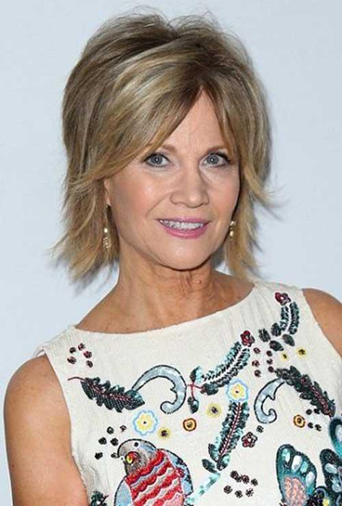 Short Anti Aging Hairstyles for Older Ladies-15