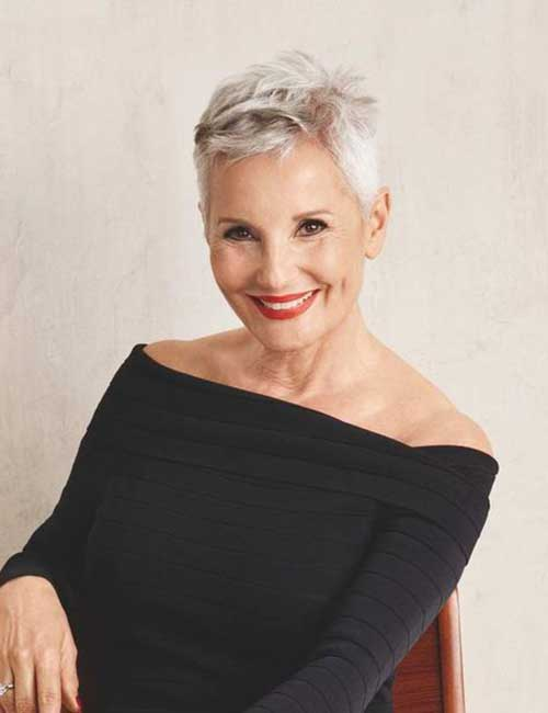 Short Thick Hairstyles for Older Ladies-18