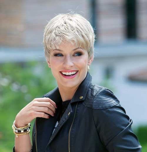 Very Short Thick Hairstyles for Older Ladies-23