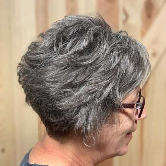 Short Feathered Hairstyles for Older Ladies-26