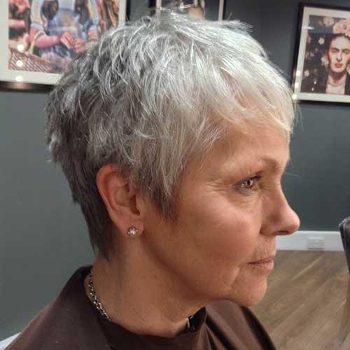 Short Hairstyles for Older Ladies-36