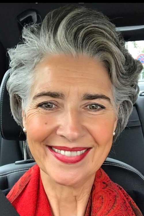 Short Hairstyles for Older Ladies-39