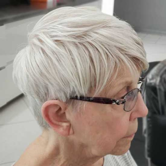 Very Short Straight Hairstyles for Older Ladies-7
