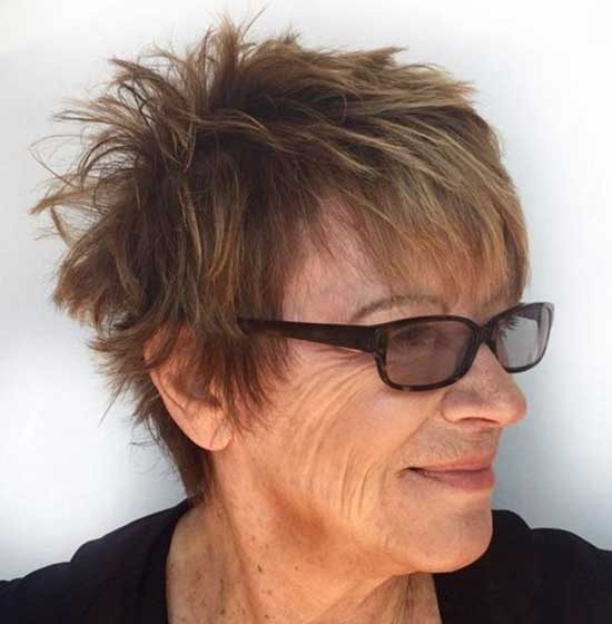 Pixie Haircuts with Bangs for Women Over 50-11