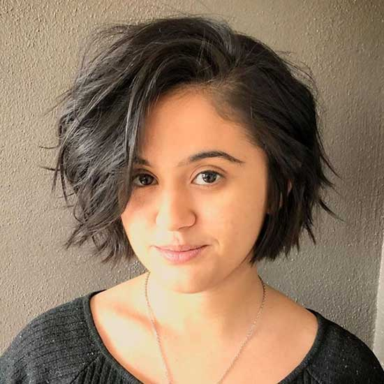 Stylish Short Hairstyles for Fat Girls-12