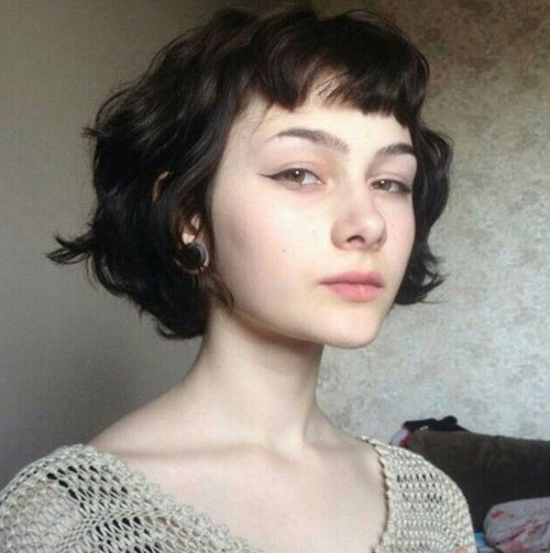 Jaw Length Short Hairstyles for Wavy Hair-15