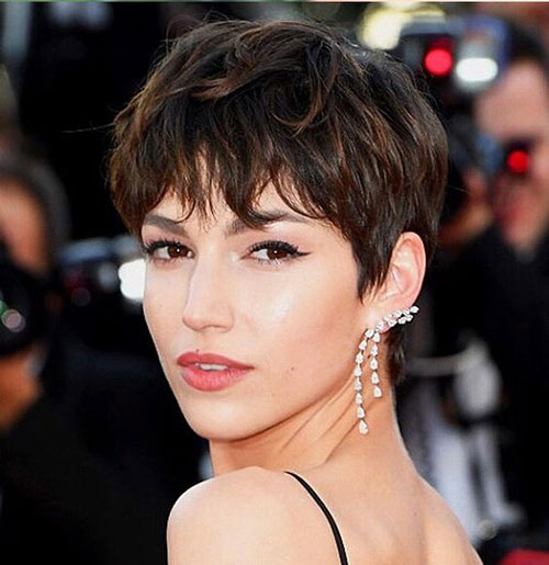 Stylish Pixie Cuts with Bangs-11